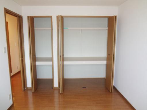 ジョワイユー・ファミーユ 02040号室の収納