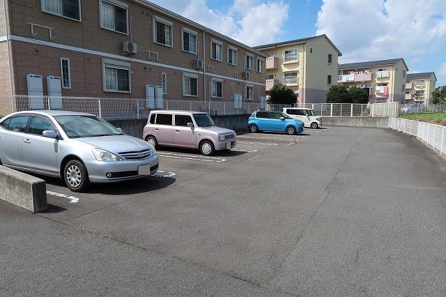 ジョワイユー・ファミーユ 02040号室の駐車場