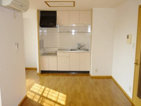 ジョワイユー・ファミーユ 02040号室のキッチン