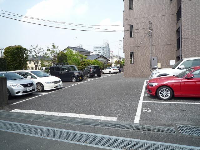 ポートサーパス 02040号室の駐車場