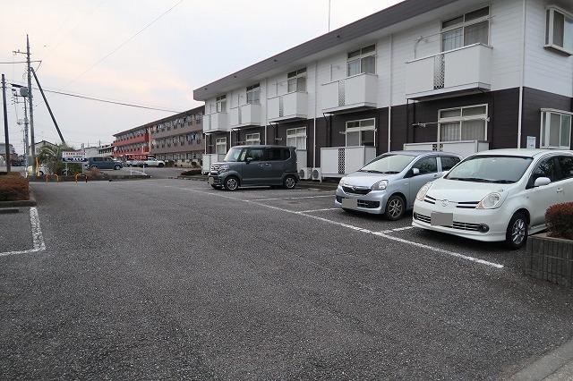 シーズ桜B 01010号室の駐車場