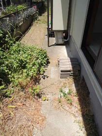 ソワサント 0101号室の庭