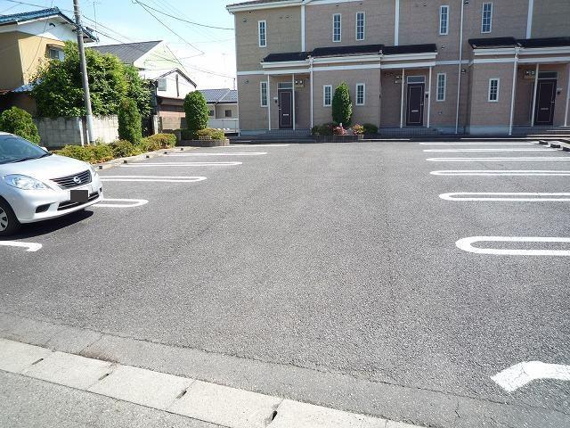 ボヌール・ジョア 02030号室の駐車場
