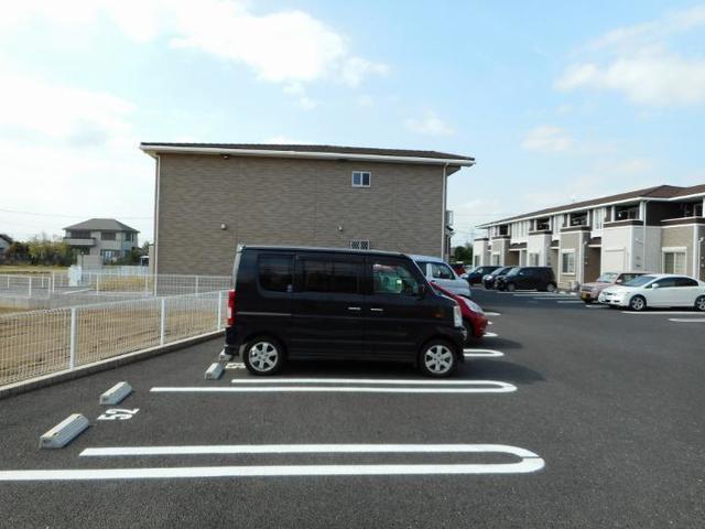 アイランドヒルズ学園 Ⅰ 01040号室の駐車場