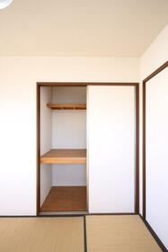マーキュリーハイツE棟 201号室のベッドルーム