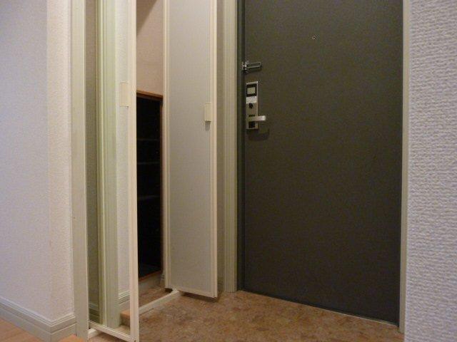 アンジュリーク 105号室の玄関