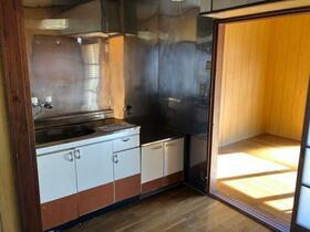丸隆ハイツ 102号室のキッチン