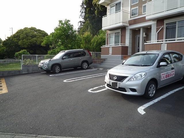 サン・ル-ム永国 02020号室の駐車場