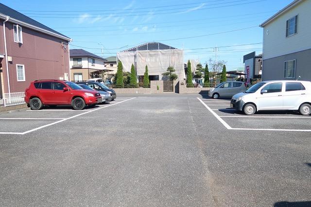 ベルフラワーF 01020号室の駐車場