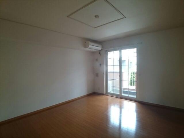 ラフィナート・パレ C 01020号室のリビング