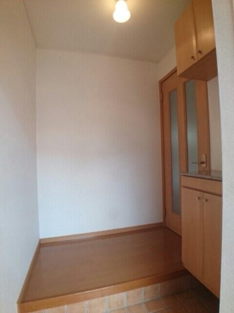 ラフィナート・パレ C 01020号室の玄関