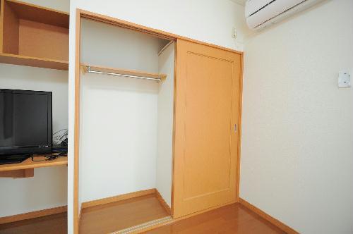レオパレス里 202号室の収納