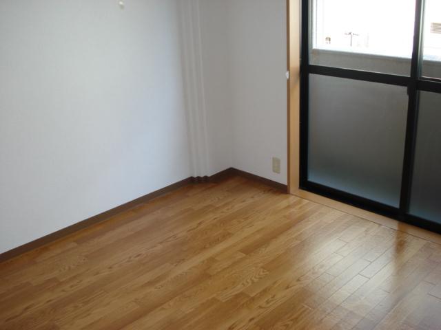 リバティーハイツ・エビハラ 101号室のリビング