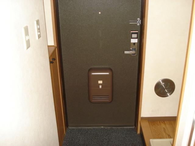 リバティーハイツ・エビハラ 101号室の玄関