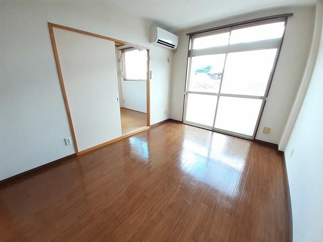 サンプレイス 02010号室のリビング