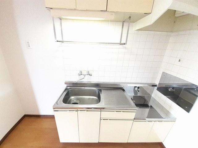 サンプレイス 02010号室の駐車場