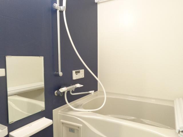 チェリーヒルズⅢ 103号室の風呂