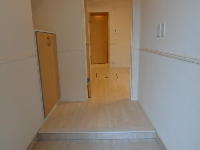 チェリーヒルズⅢ 103号室の玄関