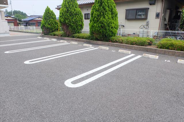 カーサ・ステラ 02010号室の駐車場