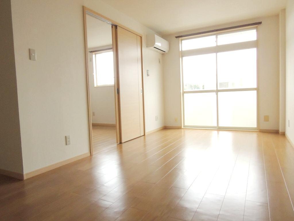 サンプレイス 02030号室のリビング