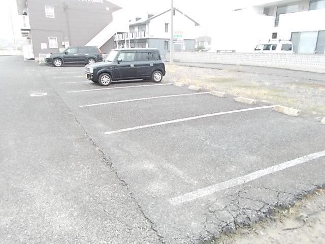 サンプレイス3 01020号室の駐車場