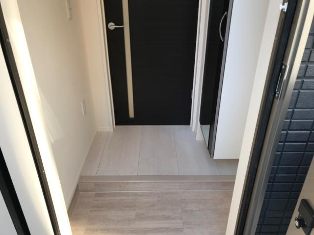 コリーナ 102号室の玄関