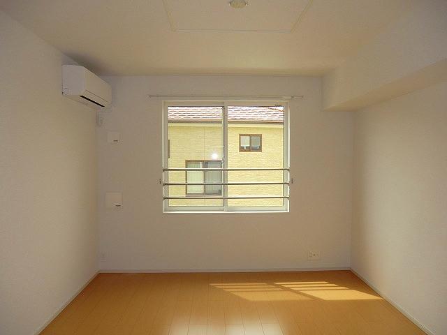 ジェルメⅥ 02050号室の居室