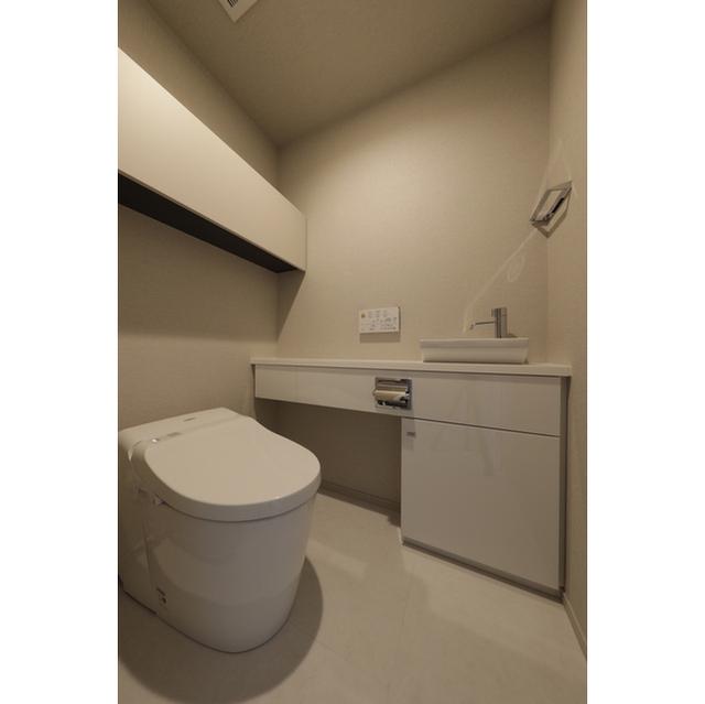 BLUE HARBOR TOWER みなとみらい 1401号室のトイレ