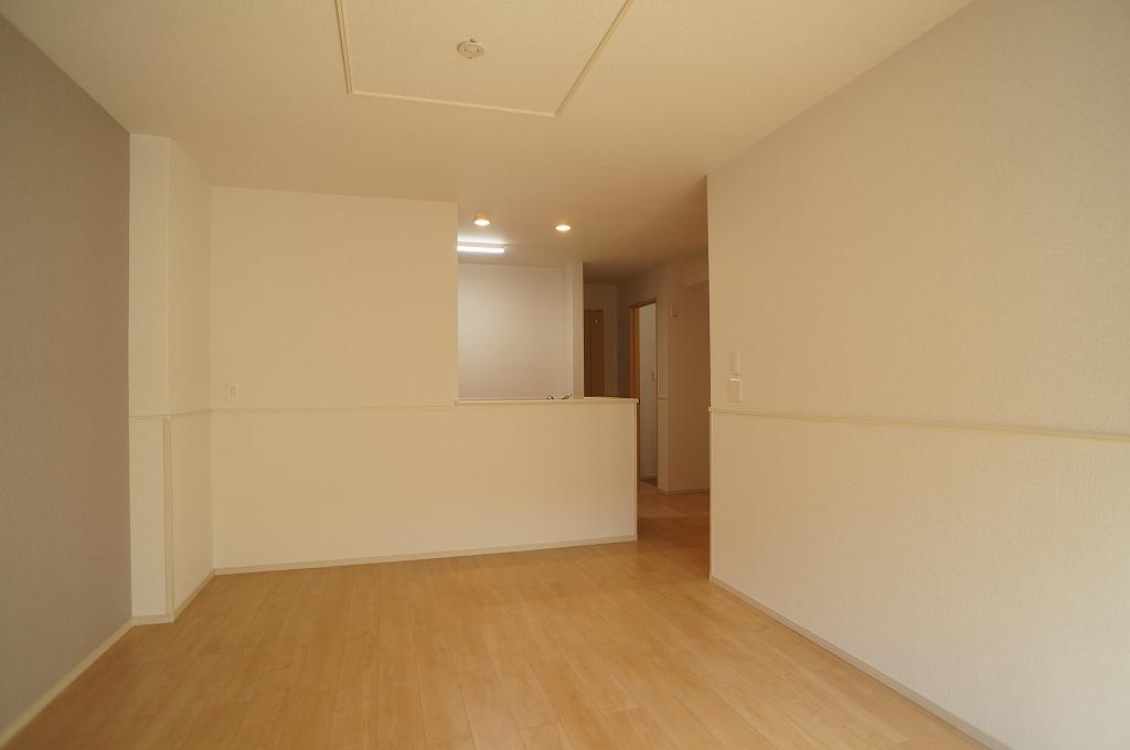 アイフィールドⅡ番館 01020号室の居室