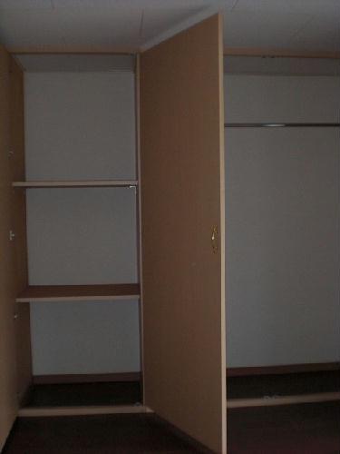 レオパレスラ・フォンティーヌ 102号室の収納