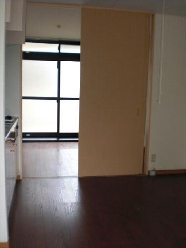 レオパレスラ・フォンティーヌ 102号室の玄関
