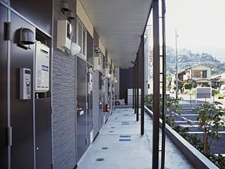 レオパレスコーポ吉浜 204号室の玄関