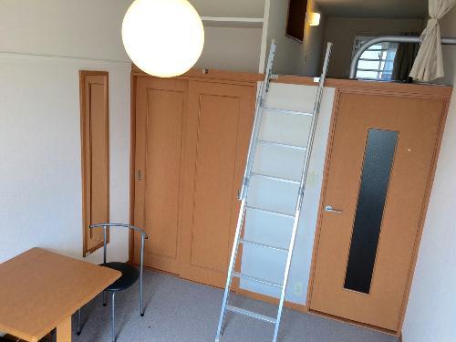レオパレスファレノプチス 205号室のリビング
