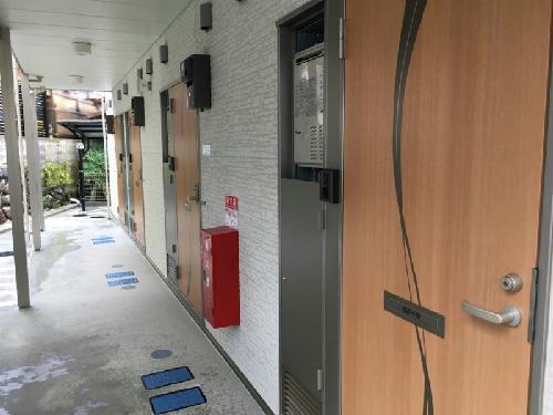 クレイノ優 203号室の玄関