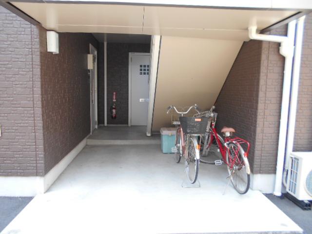 メゾン・ド・ソレイユ 101号室のエントランス