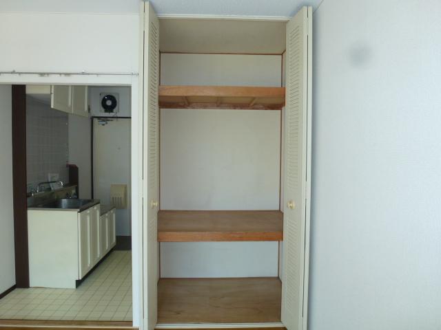 メゾン峰岡 205号室の居室