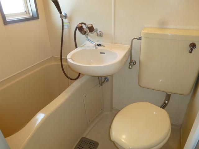 メゾン峰岡 205号室の風呂