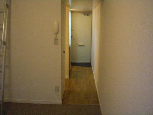 レオパレスウエスト 201号室の玄関