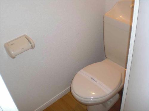 レオパレスウエスト 201号室のトイレ