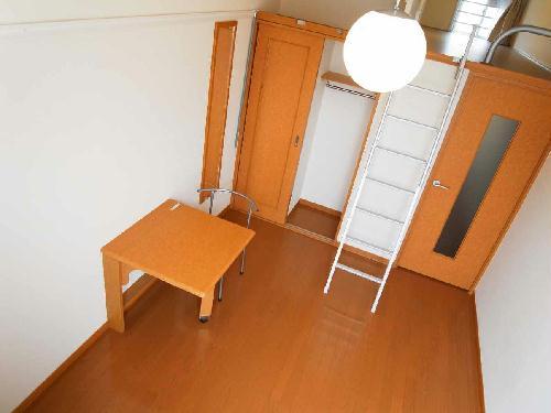 レオパレスPURERISE 108号室のベッドルーム