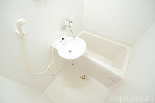 レオパレスPURERISE 108号室の風呂
