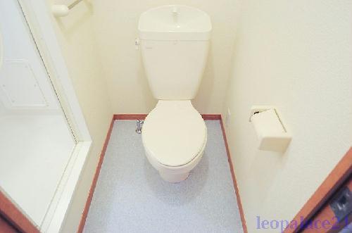 レオパレスPURERISE 108号室のトイレ