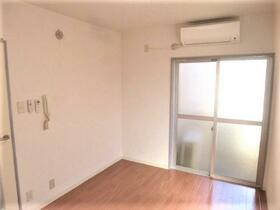 パレス和田町 202号室のリビング