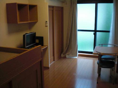 レオパレスエンボーダ 102号室の居室