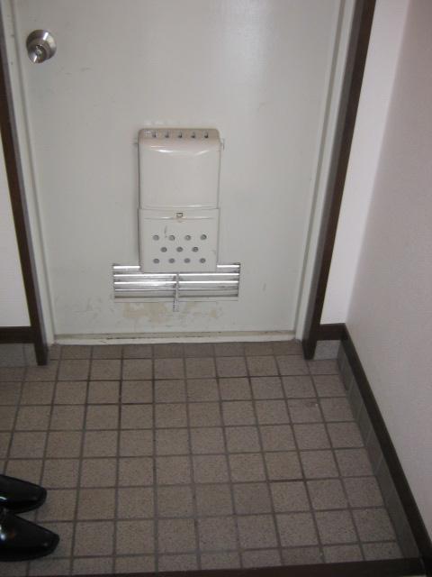 アローエスタ 302号室の玄関