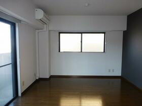 アロマ21三ッ沢公園 401号室のベッドルーム