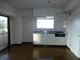 アロマ21三ッ沢公園 401号室のキッチン