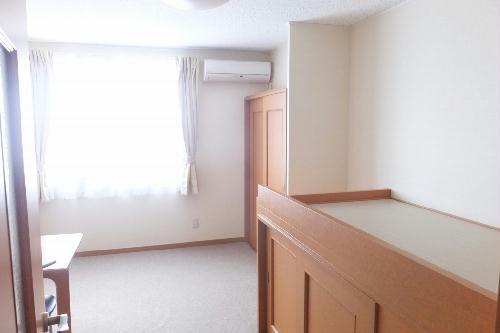 レオパレス樫の木 212号室の居室