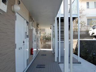 レオパレスメルベーユ原宿 204号室のエントランス