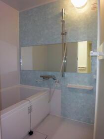 シャンポール梅澤 302号室の風呂